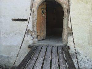 door-1022148_640