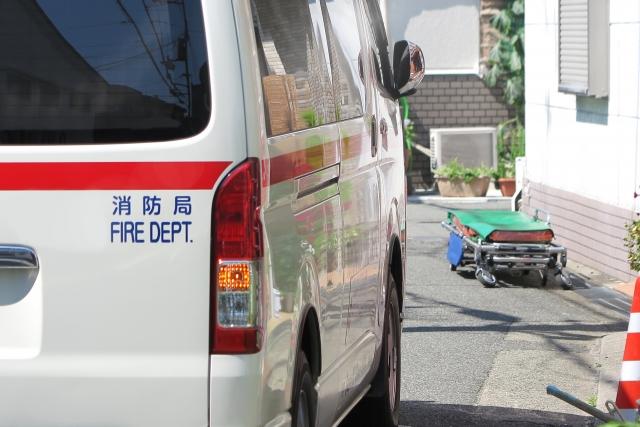 救急車で運ばれる